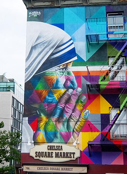 ニューヨークに「マザー・テレサ対ガンジー」の壁画_b0007805_03392548.jpg