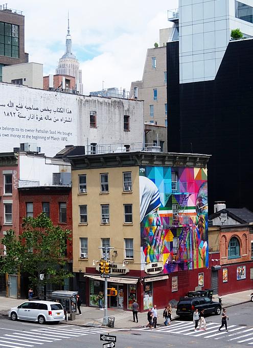 ニューヨークに「マザー・テレサ対ガンジー」の壁画_b0007805_03400567.jpg