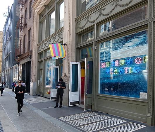 NYの「プラスティックの美術館」で考える海洋汚染問題_b0007805_22090740.jpg