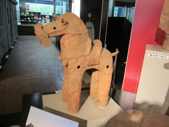 馬鈴を表現した馬形埴輪を持つ古墳の被葬者は王か臣下か_a0237545_23363105.jpg