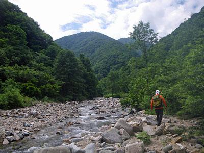 加須良川から蓮如峠と蓮如岩_a0133014_1332166.jpg