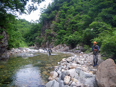 加須良川から蓮如峠と蓮如岩_a0133014_1332998.jpg