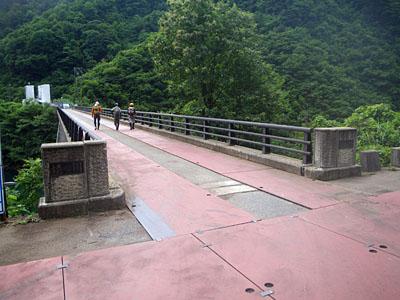 加須良川から蓮如峠と蓮如岩_a0133014_1343643.jpg