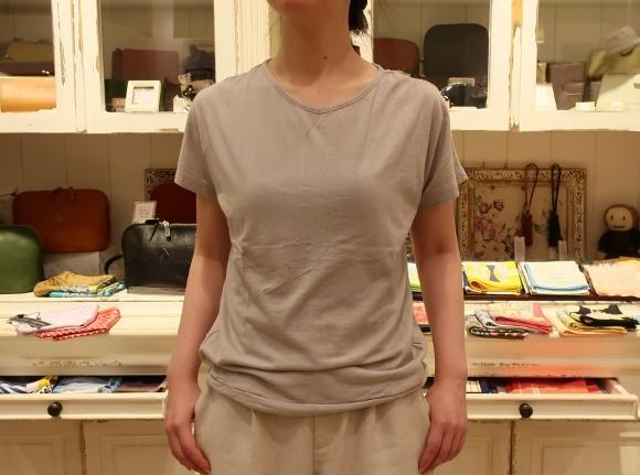 カディコットンに刺繍をした特別なドレスです。_c0227633_18283621.jpg