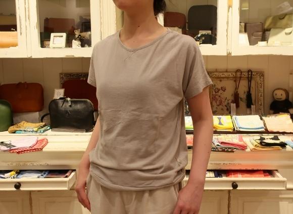カディコットンに刺繍をした特別なドレスです。_c0227633_18284951.jpg