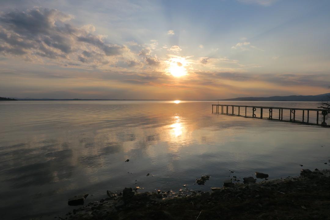 金色に銀色に光る湖の夕、トラジメーノ湖_f0234936_7102226.jpg