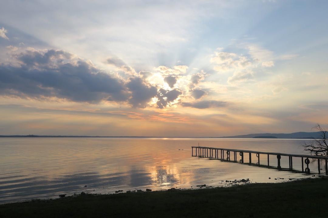 金色に銀色に光る湖の夕、トラジメーノ湖_f0234936_71175.jpg