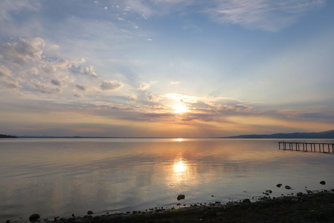 金色に銀色に光る湖の夕、トラジメーノ湖_f0234936_7131059.jpg