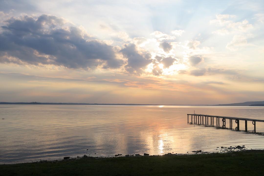 金色に銀色に光る湖の夕、トラジメーノ湖_f0234936_75171.jpg