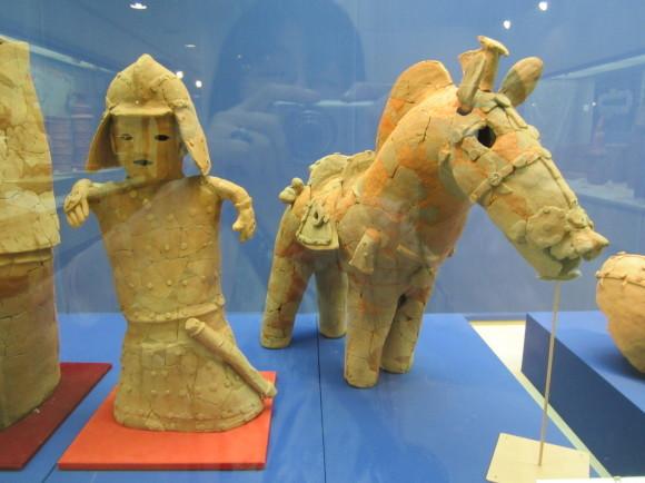 馬鈴を表現した馬形埴輪を持つ古墳の被葬者は王か臣下か_a0237545_00003637.jpg