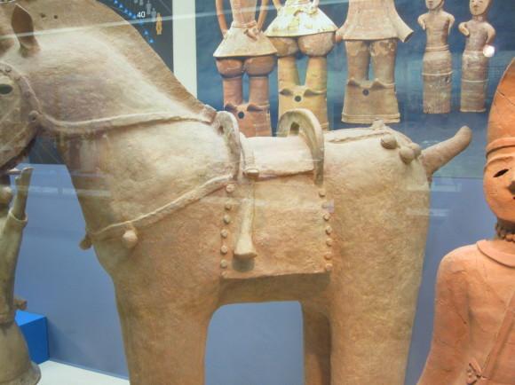 馬鈴を表現した馬形埴輪を持つ古墳の被葬者は王か臣下か_a0237545_00042682.jpg