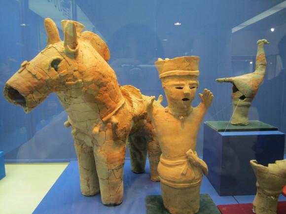 馬鈴を表現した馬形埴輪を持つ古墳の被葬者は王か臣下か_a0237545_00101901.jpg