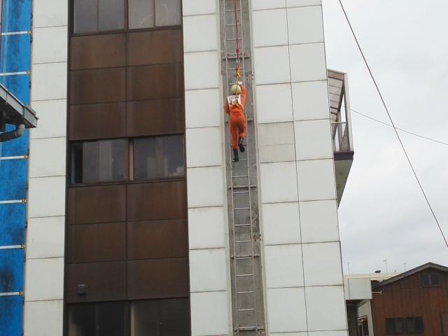 ⭐ 活躍中 ⭐ 救助技術訓練 川西市消防本部 市長査閲 毎日の訓練の積みかさね 🌝_f0061067_21580166.jpg