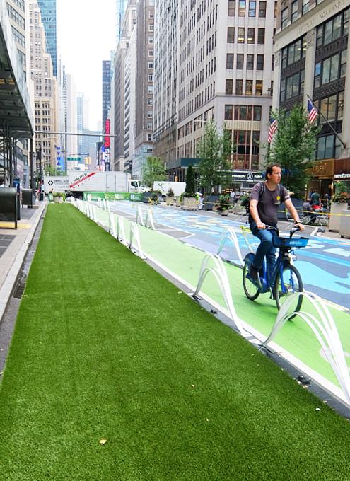 NYのブロードウェイに「都市ガーデン」(Urban Garden)登場!_b0007805_21430459.jpg