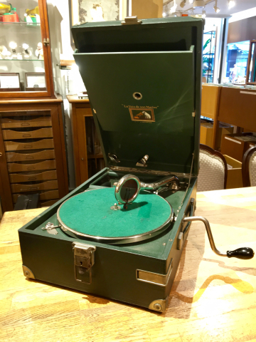 ポータブル蓄音機HMV101(緑)とHMV102(青)が入荷しました_a0047010_14055375.jpg