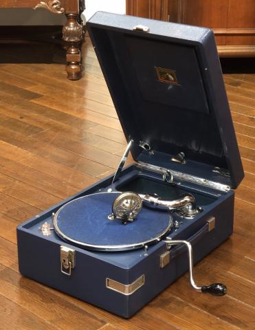 ポータブル蓄音機HMV101(緑)とHMV102(青)が入荷しました_a0047010_14103803.jpg