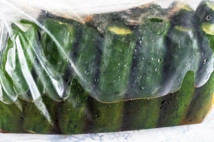 ■自家製保存食【胡瓜の1本漬け】 ザラメと塩とジップロックが有れば 作りは1分!!簡単旨すぎです♪_b0033423_23305626.jpg