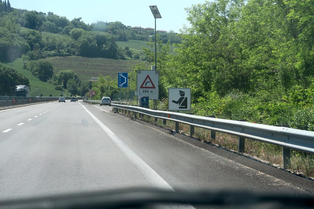 速度違反取締告げるグーグルマップ、イタリア_f0234936_61016100.jpg