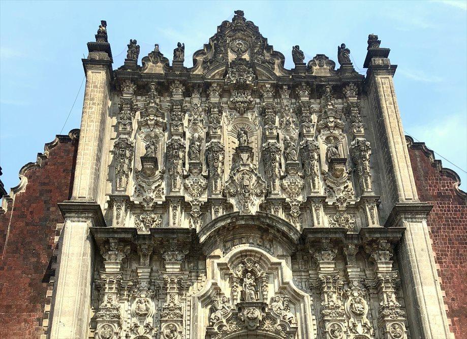 中南米の旅/68 アステカ遺跡の上に建つメトロポリタン大聖堂@メキシコシティ_a0092659_01001721.jpg