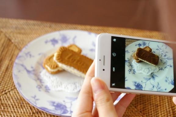 Lotusクッキーアイスとミニハンバーガー_d0327373_09333207.jpg