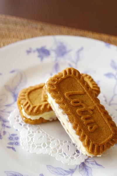 Lotusクッキーアイスとミニハンバーガー_d0327373_09344481.jpg