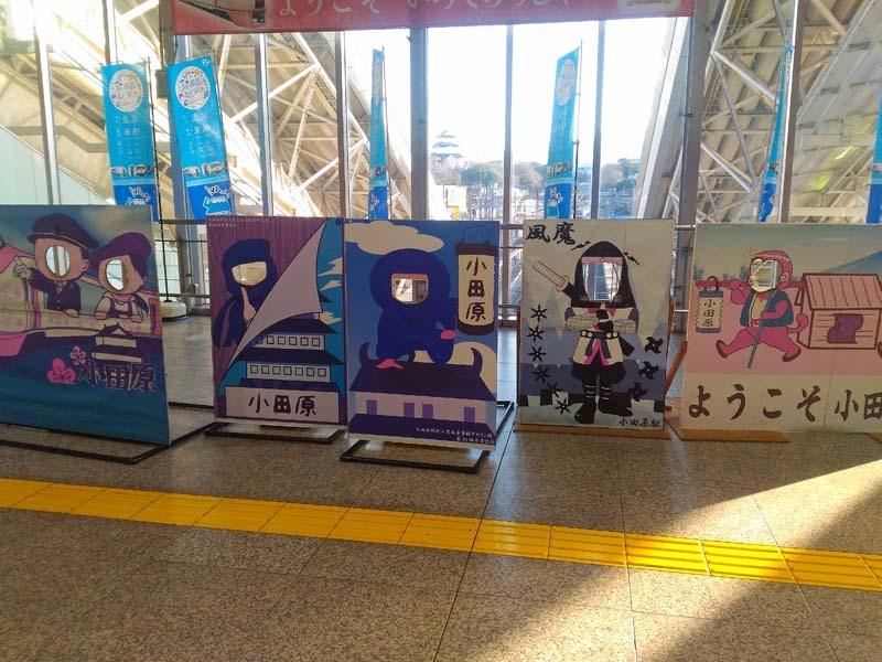 190713 小田原駅の顔はめパネル_f0085495_00495044.jpg