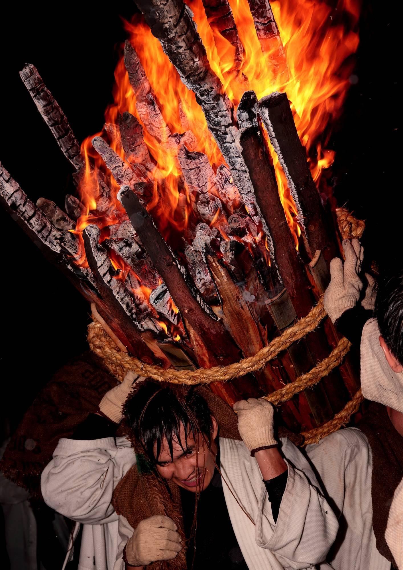 鞆の浦伝統の火祭り「お手火神事」 そのⅠ_a0140608_08522719.jpg
