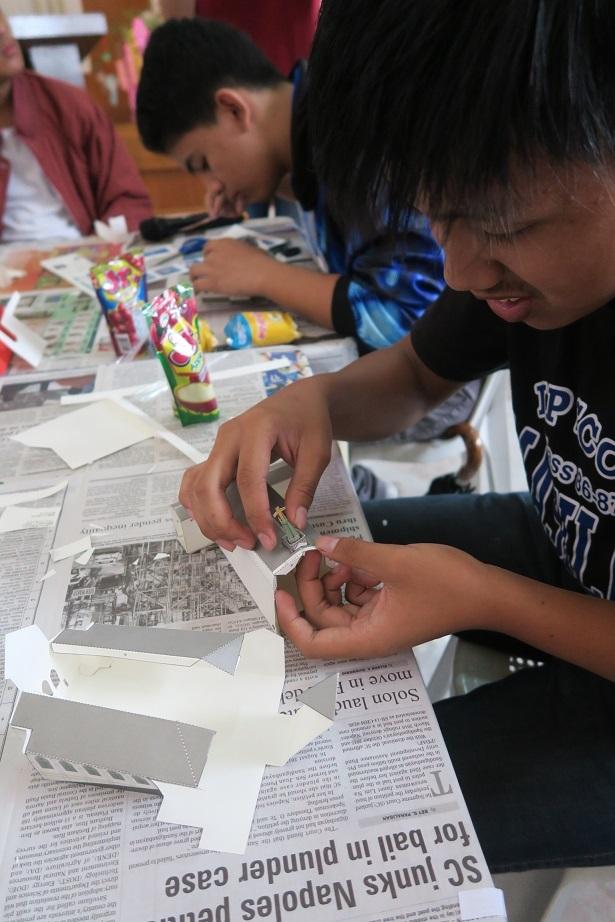 七夕飾りづくり & 長崎・大浦天主堂紙模型づくり ワークショップ Tanabata & Nagasaki Oura Church paper craft workshop_a0109542_12292941.jpg