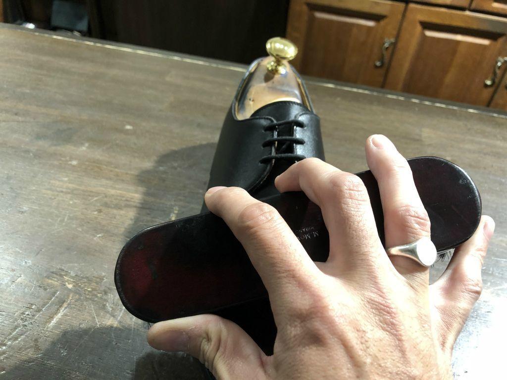 ブログ『サルでも分かる靴磨きの超基本~特にクリームの量とブラシのかけ方!』_b0365069_19005375.jpg
