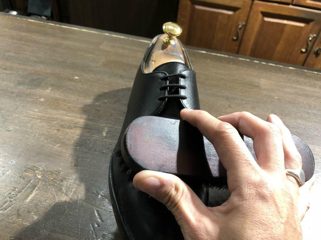 ブログ『サルでも分かる靴磨きの超基本~特にクリームの量とブラシのかけ方!』_b0365069_19010116.jpg