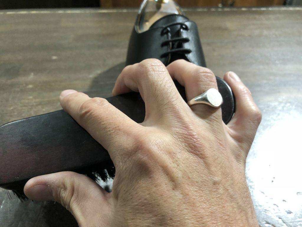 ブログ『サルでも分かる靴磨きの超基本~特にクリームの量とブラシのかけ方!』_b0365069_19012252.jpg