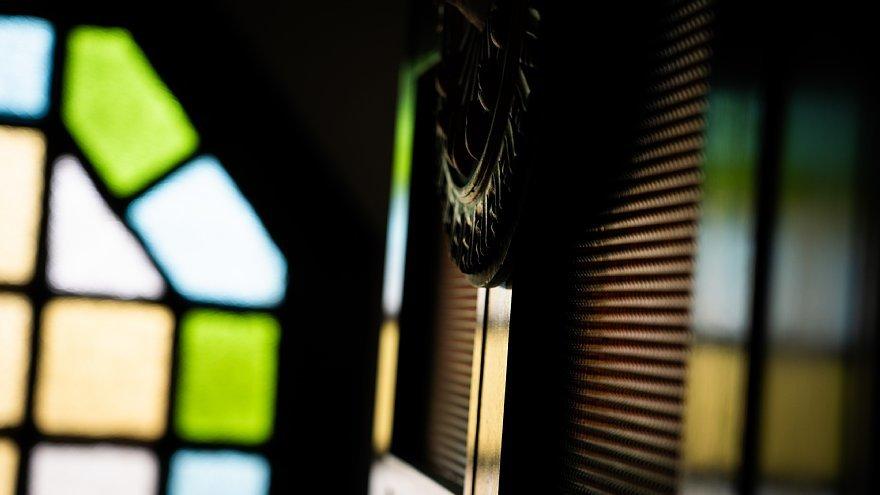 古きカトリック教会に宿る光蜥蜴_d0353489_00413336.jpg