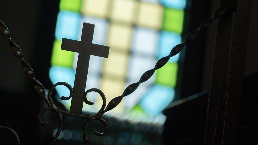 古きカトリック教会に宿る光蜥蜴_d0353489_00414314.jpg