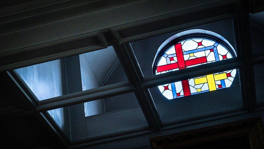 古きカトリック教会に宿る光蜥蜴_d0353489_00420301.jpg