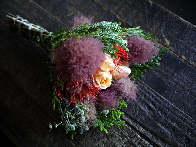 一週間に一度、定期的にお届けしている花束。2019/07/08。_b0171193_17282122.jpg