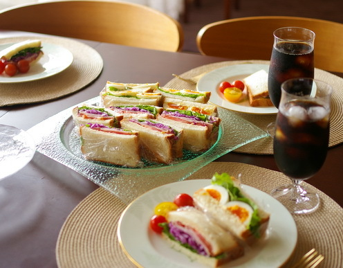 玉子&彩り野菜とハムのサンドイッチ_d0327373_07543059.jpg