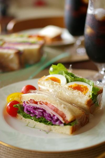 玉子&彩り野菜とハムのサンドイッチ_d0327373_07545841.jpg