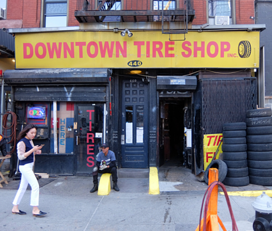 ダウンタウン・タイヤ・ショップ(Downtown Tire Shop)のレトロ感_b0007805_20373748.jpg