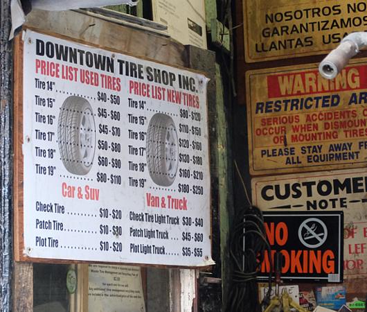 ダウンタウン・タイヤ・ショップ(Downtown Tire Shop)のレトロ感_b0007805_20380026.jpg