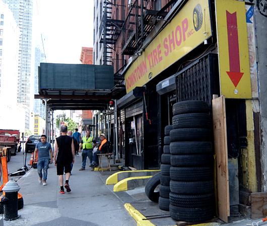 ダウンタウン・タイヤ・ショップ(Downtown Tire Shop)のレトロ感_b0007805_20381145.jpg