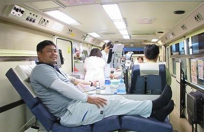 献血バスがやってきました!_f0151251_14220611.jpg