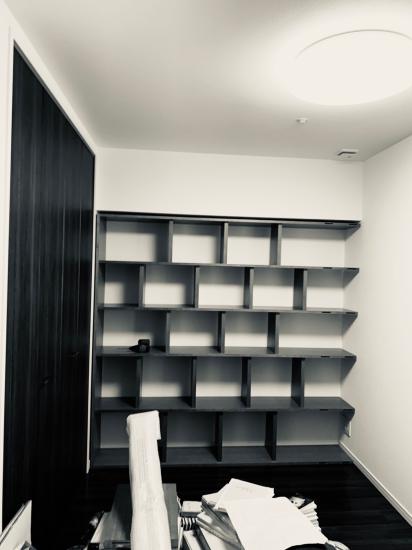 本棚、現場組み立て。壁2面_f0053665_11523837.jpg
