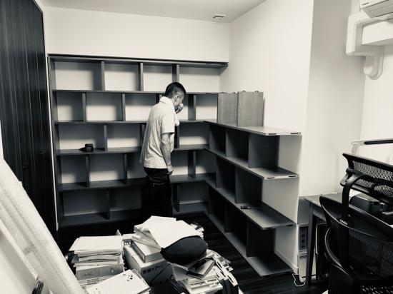 本棚、現場組み立て。壁2面_f0053665_11524082.jpg