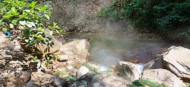 フロレス島の旅(マラナゲ温泉)_d0083068_12293263.jpg