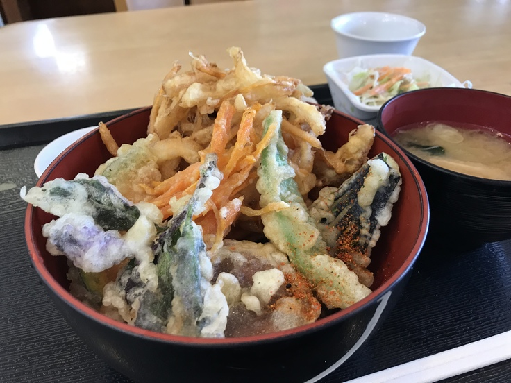 ランチはガッツリ かき揚げ丼定食!_c0212604_12111915.jpg