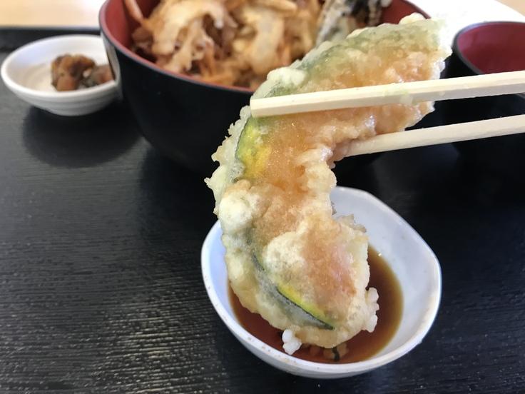 ランチはガッツリ かき揚げ丼定食!_c0212604_12181513.jpg