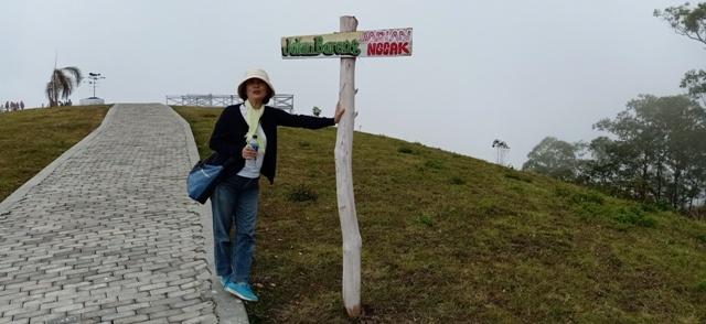 フロレス島の旅(ウォロボボ山の夕焼け)_d0083068_10574319.jpg