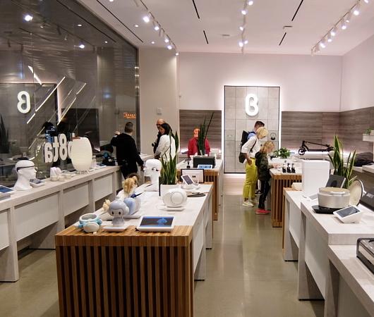 発見のためにデザインされた店、b8ta、NYハドソン・ヤード店_b0007805_22395053.jpg