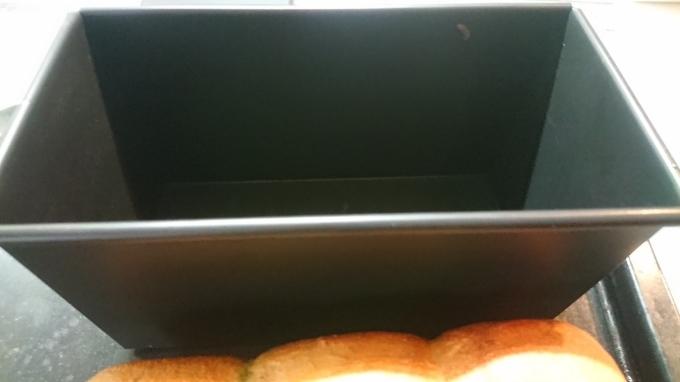 抹茶入り食パンとコッペパン生地でくるみパン_f0035506_17052441.jpg
