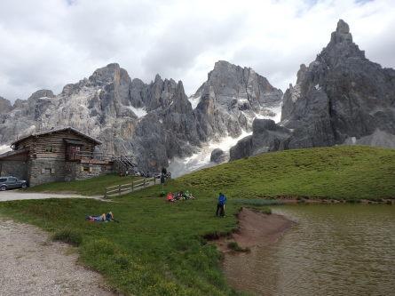 ヴァッレス峠からセガンティーニ小屋へ。_f0161652_01585270.jpg